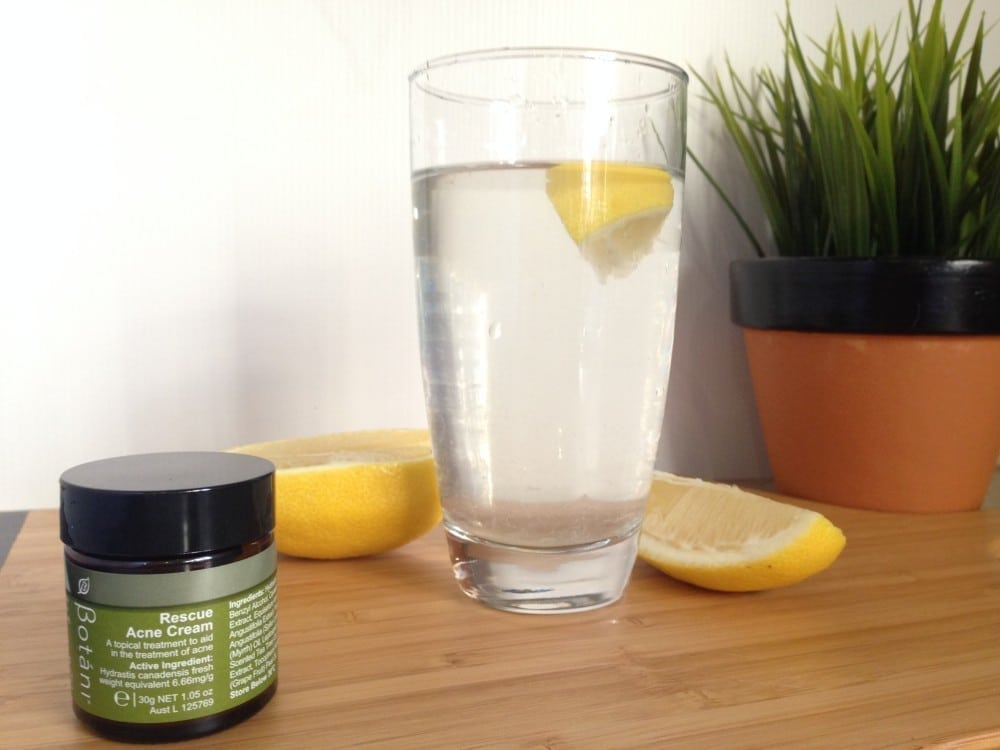 Naturally controlling your acne with lemon juice and water